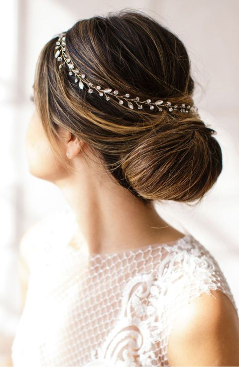 https://hips.hearstapps.com/vader-prod.s3.amazonaws.com/1532981396-wedding-hair-band-1532981388.jpg?crop=1xw:1xh;center,top&resize=480:*
