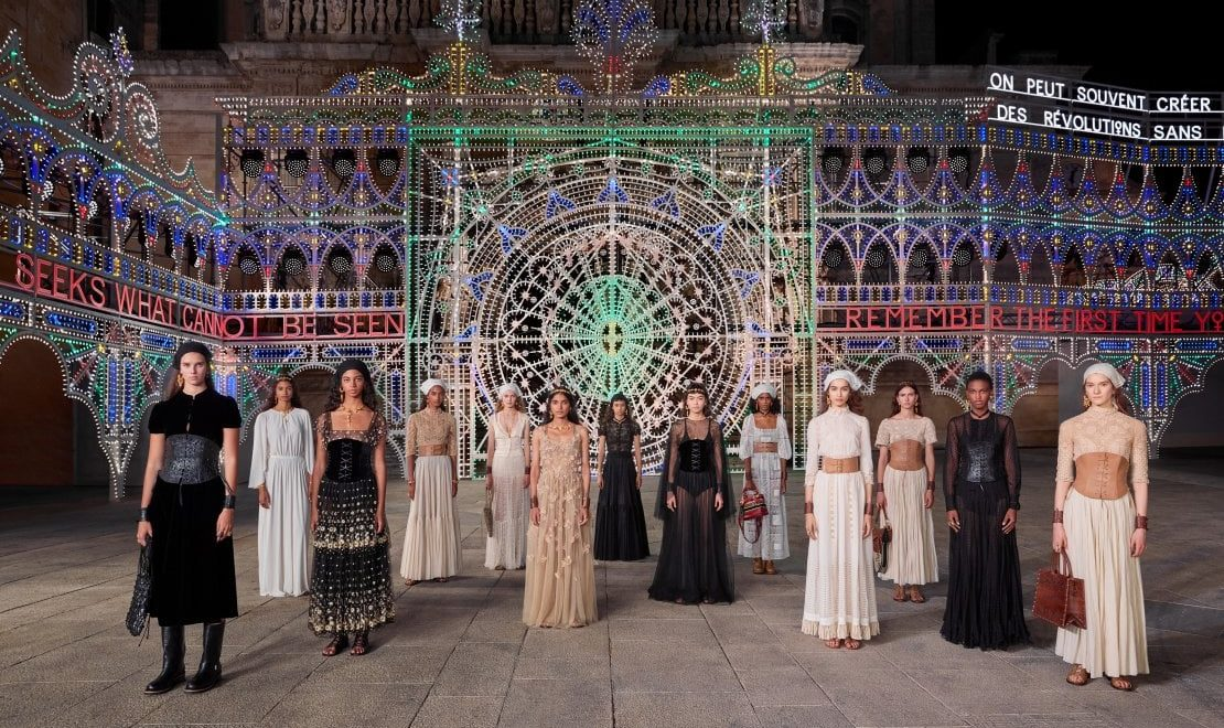 DIOR PARADE: AN OPEN SKY SHOW, WONDER AND CULTURE IN AN ILLUMINATED AND DANCING LECCE.
