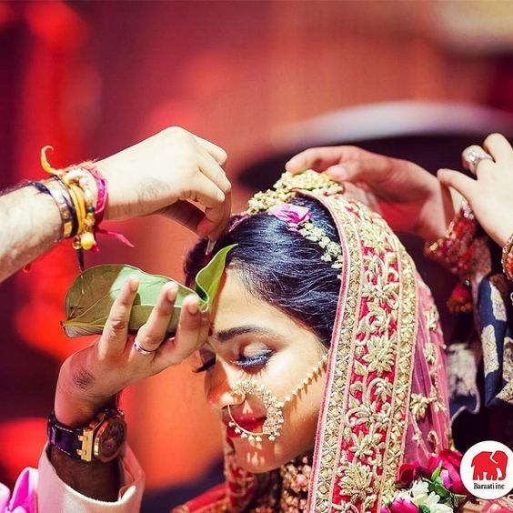 31+ Enchanting Photographs That Illustrate Sindoor Moment